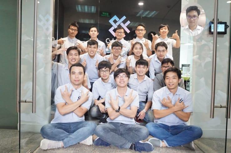 ベトナムチーム集合写真(右上円内は撮影当日米国滞在だったメンバー)