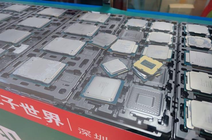 深圳の市場に並ぶ中古チップ。10年近く前のサーバ用ハイエンドチップだが、他の用途なら今も使用可能だ。深圳では利幅の少なさから減少傾向だった中古チップ業者や偽チップ詐欺が息を吹き返している