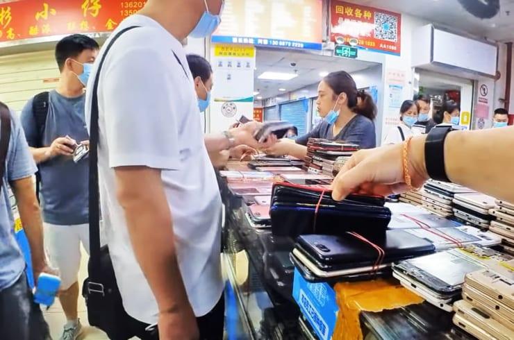 壊れたスマホでもやり取りされる深圳の中古スマホ市場。抜き取られた部品が再生市場に回る